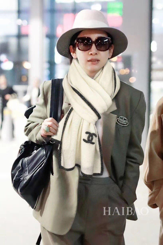 香奈儿专柜新款银线边条纹羊绒针织长巾