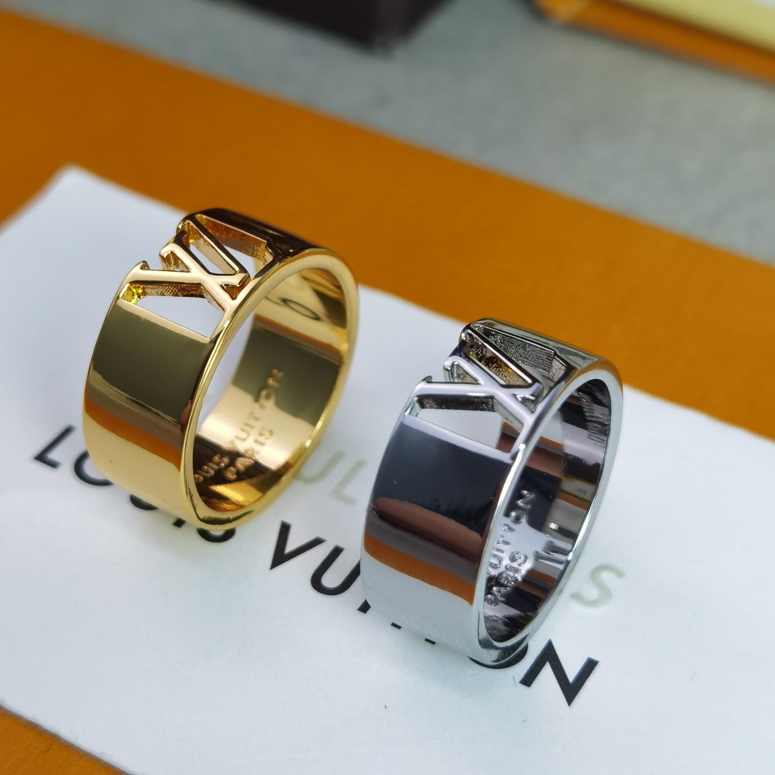 本款戒指内侧雕刻有LV首字母标识彰显