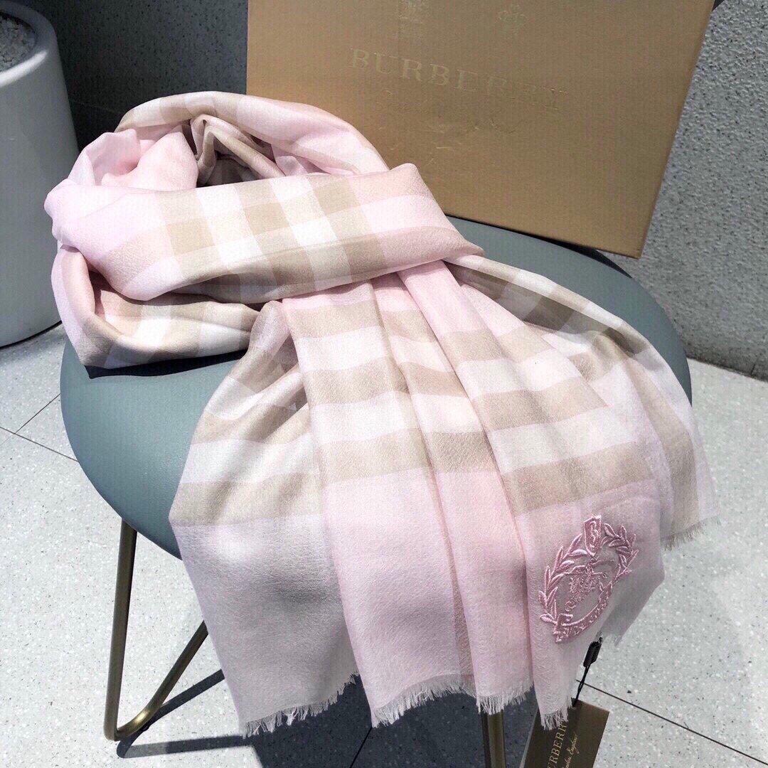 经典格子羊绒长巾系列这样的巴宝莉老花