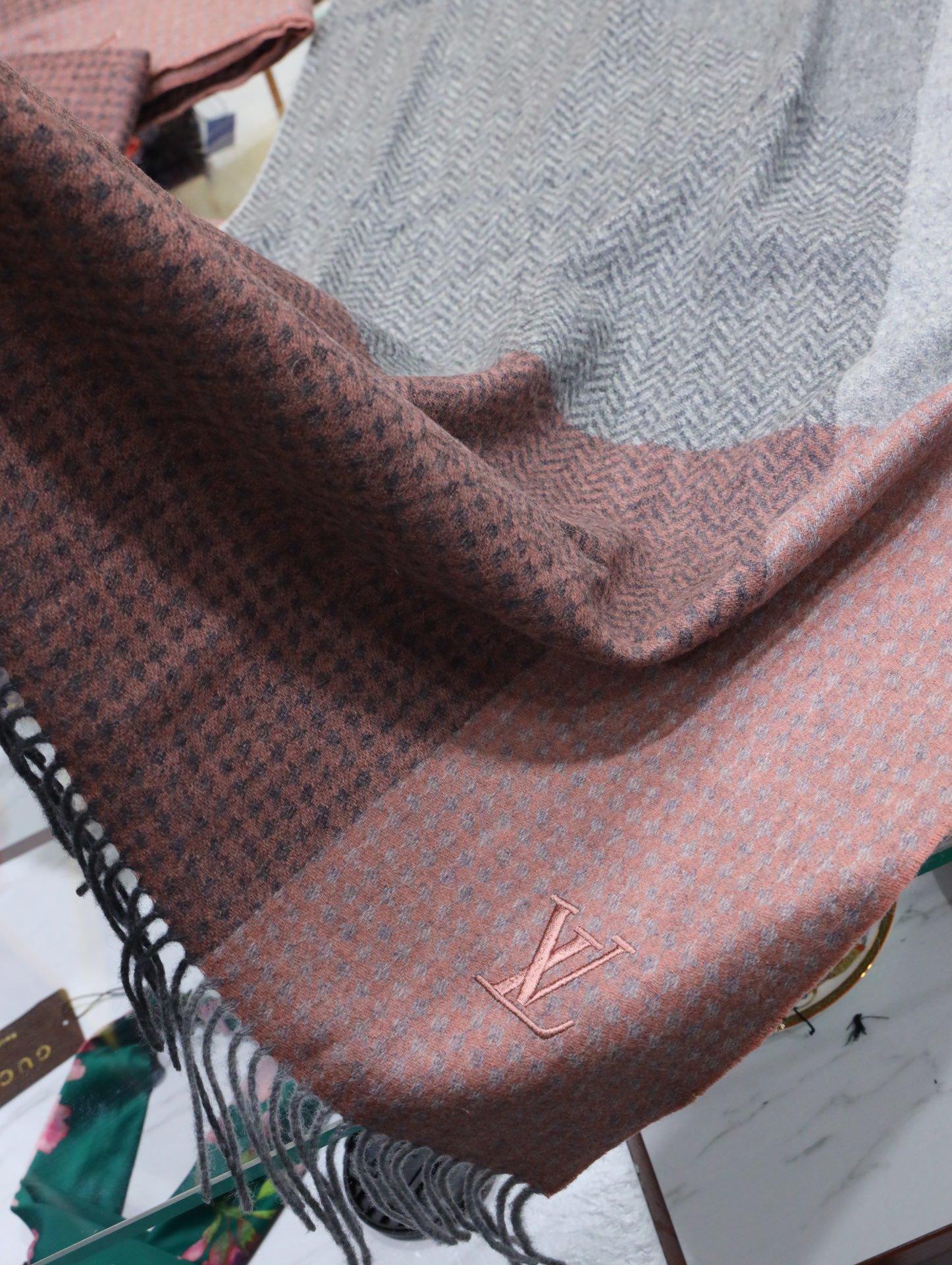 大牛货LV最新一体式多重纹路羊绒披肩