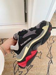 巴黎世家一代高品质P380BalenciagaTriples巴黎世家老爹鞋全球最火爆的复古慢跑鞋复古做旧工艺原版组合大底重工艺非低端2层组合底鞋面选用进口降落伞布拼接牛磨砂24块一尺區別市场普通帆布后包牛皮高周波压印专柜购买正品的时候特意问了店员关于关于材料的问题size3541码数男款3945码数配套布袋鞋带合格证齐全
