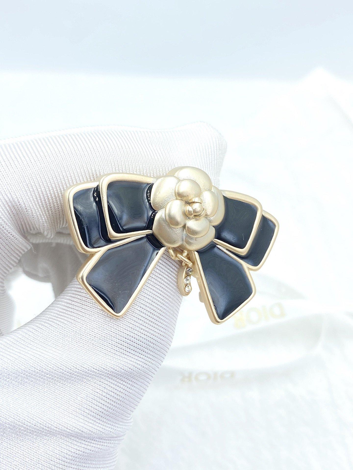 CHANEL小香黑色蝴蝶结胸针高端品