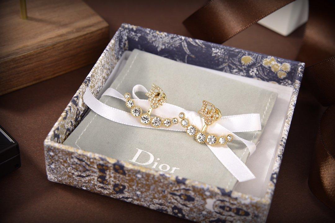 dior迪奥新款字母Dior耳钉一致