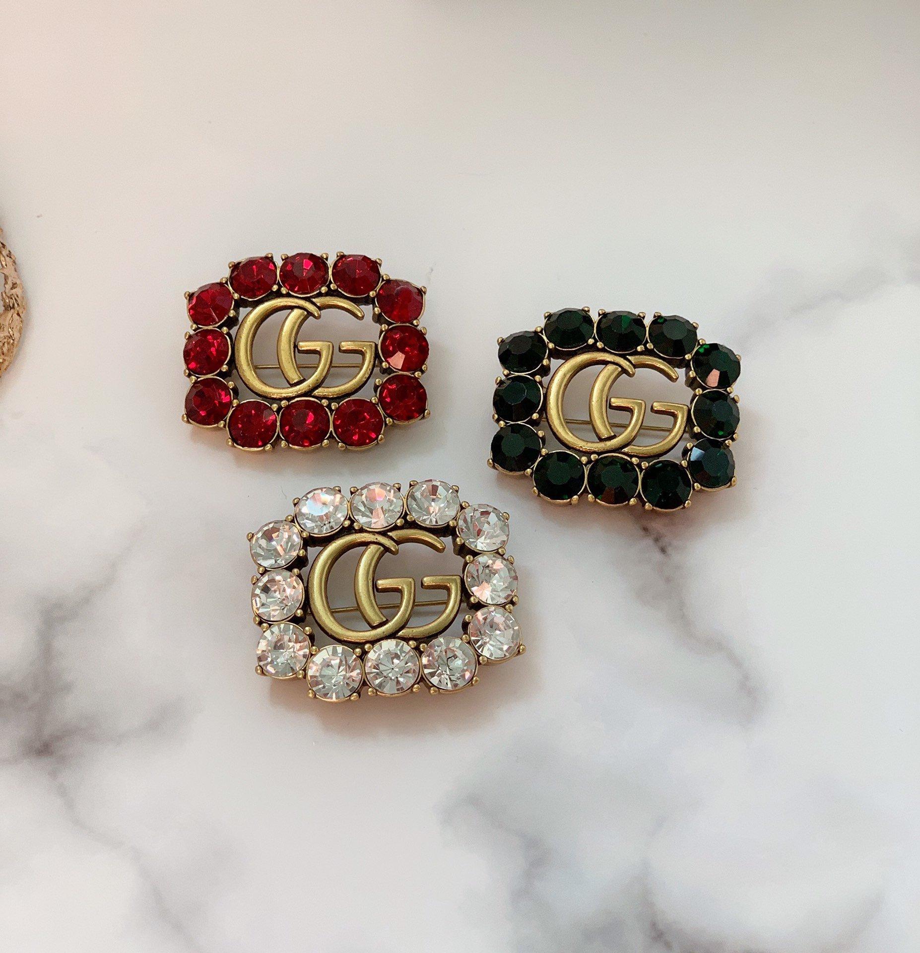 重磅!Gucci古驰新款上市字母胸针