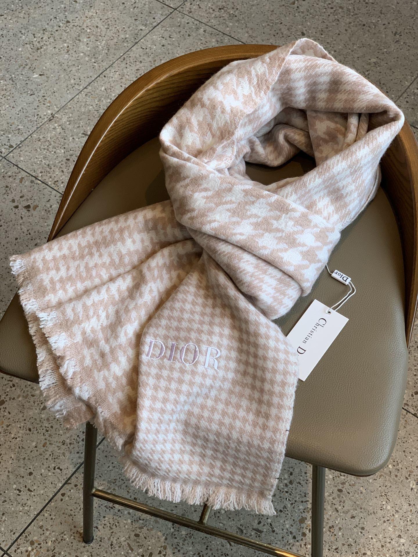 时髦气质Dior羊绒千鸟格秋冬必备的