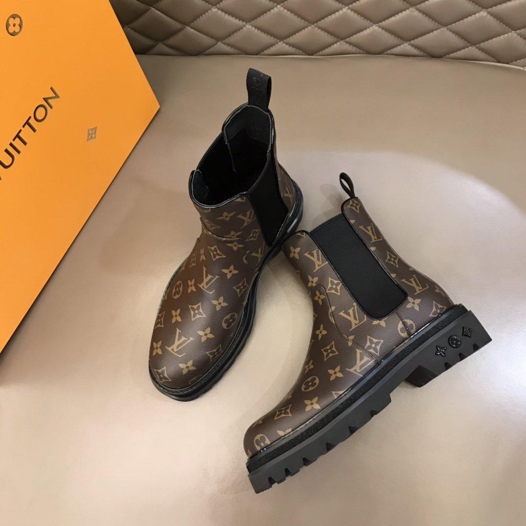 LV奢品男士切尔西靴这款鞋面由路易家