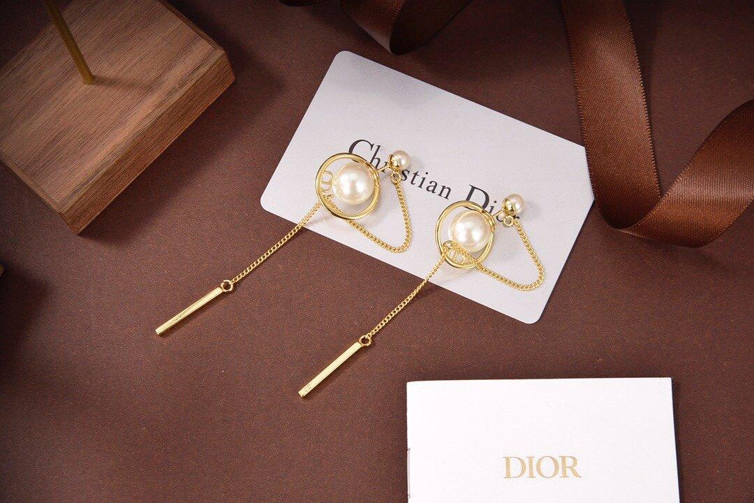 Dior迪奥珍珠耳钉专柜新款上市美得