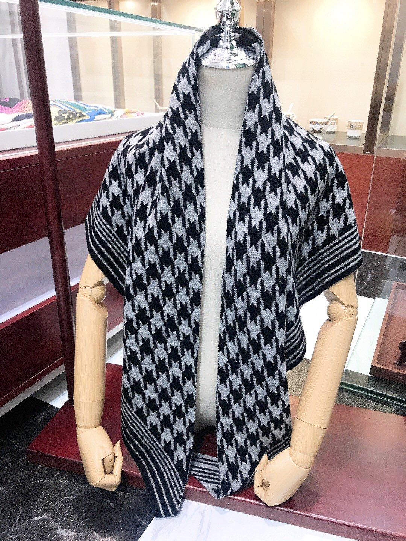 配丝巾扣知性优雅女人味今年DIOR有