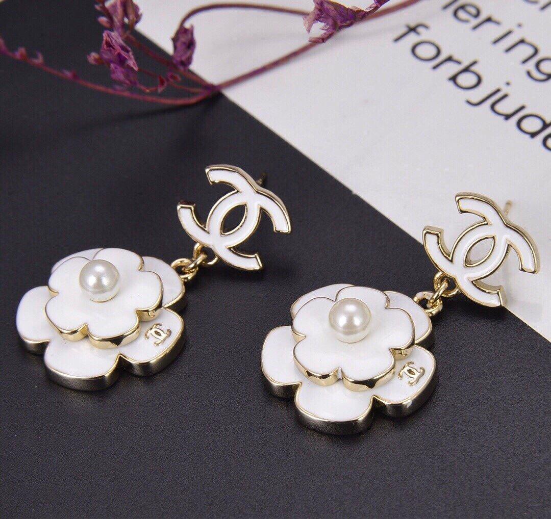 Chanel香奈儿新款花朵滴油双C耳