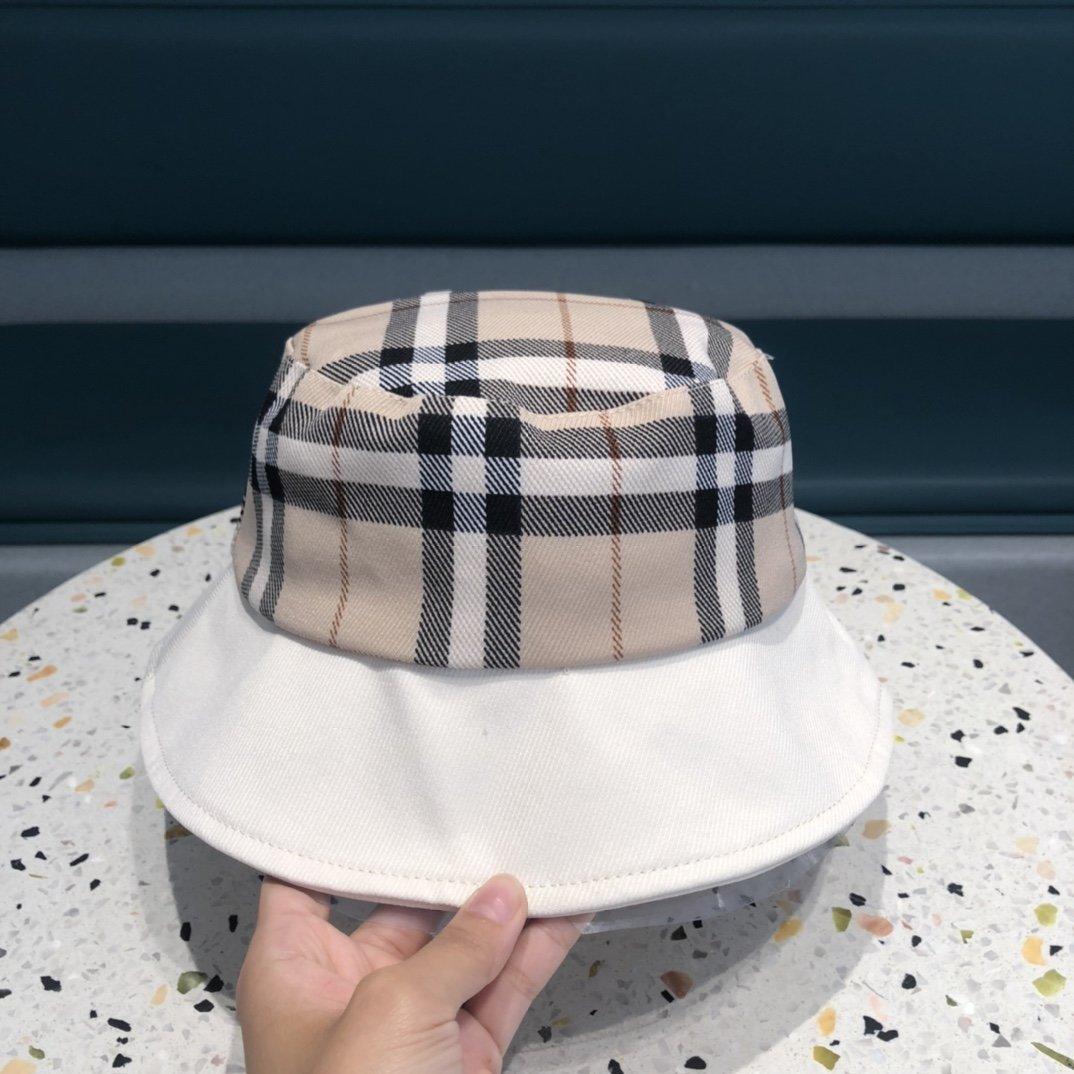 巴宝莉2021新款拼接不规则渔夫帽简