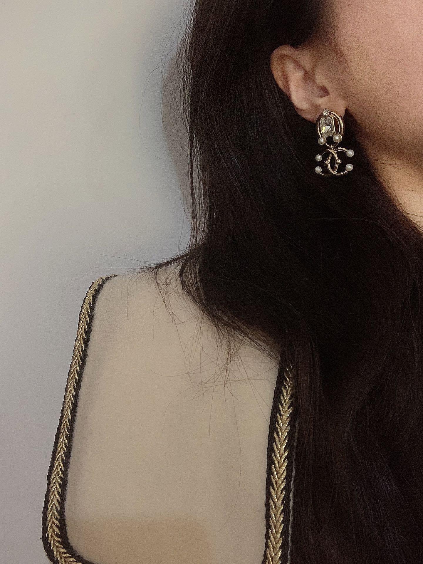 Chanel最新款方形水晶+珍珠耳环