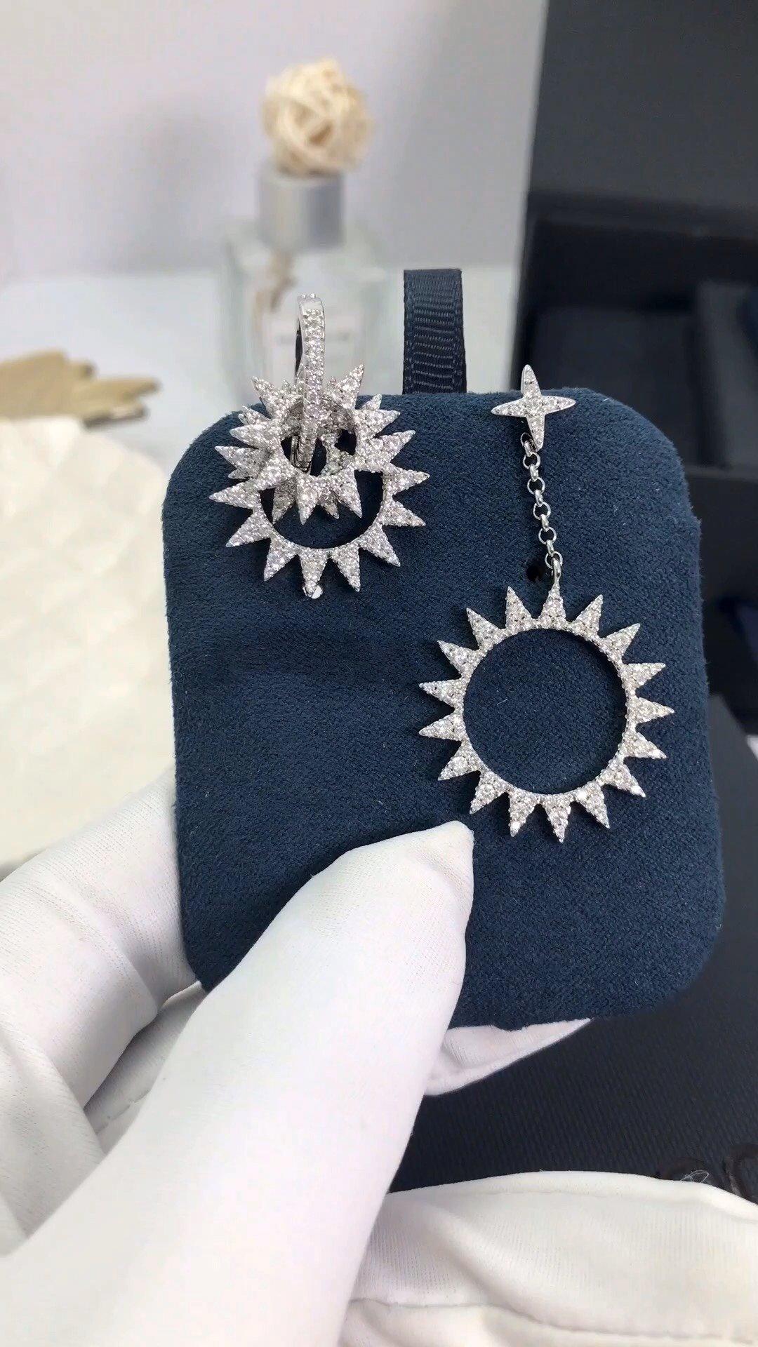 Apm monaco 高品质??Apmmonaco短款银色齿轮??耳环!巴洛克风齿轮造型耳环,多个齿轮圈的设计,又有点像太阳??,美到...