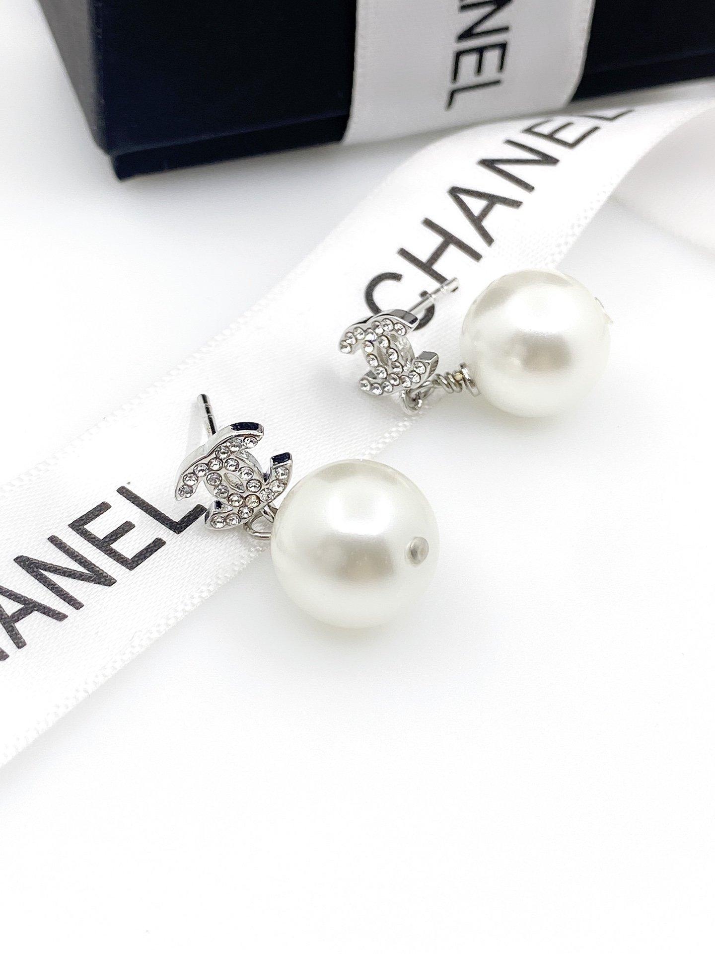 Chanel新款迷你双C珍珠耳环ZP