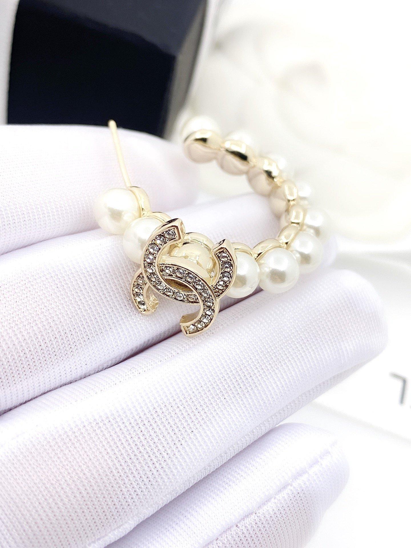 回货chanel最新款珍珠耳环一致z