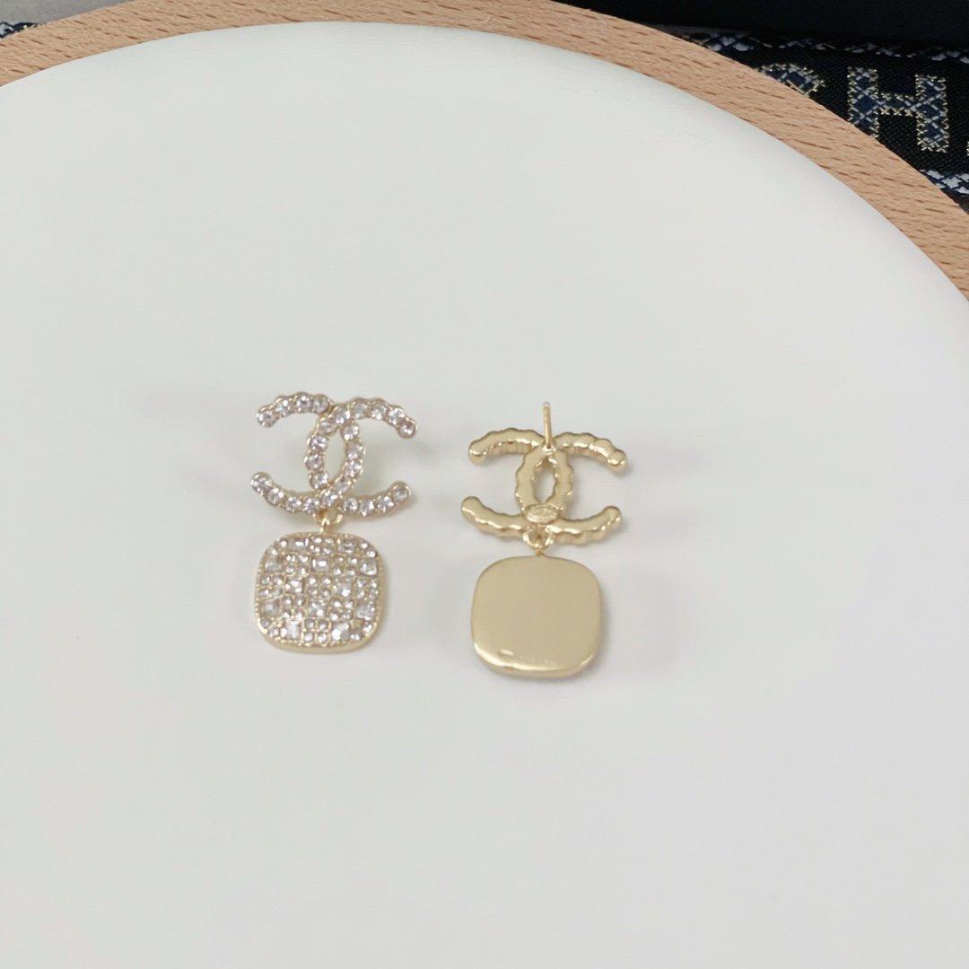 小香新款双C耳环每一个细节做工非常精