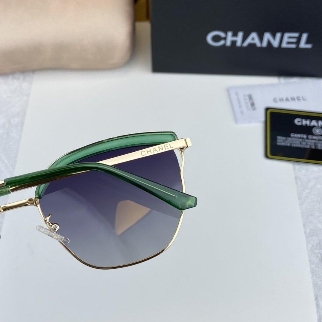 Chanel香奈儿小香经典款宝石绿眉