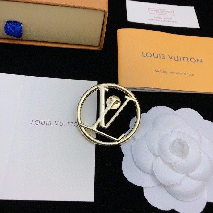 LV新款专柜同步发售LV字母光面胸针