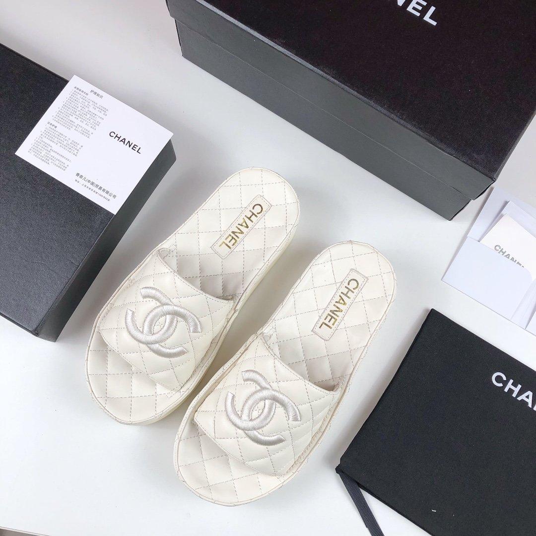 Chanel21s小香早春电绣菱格蜜儿拖鞋