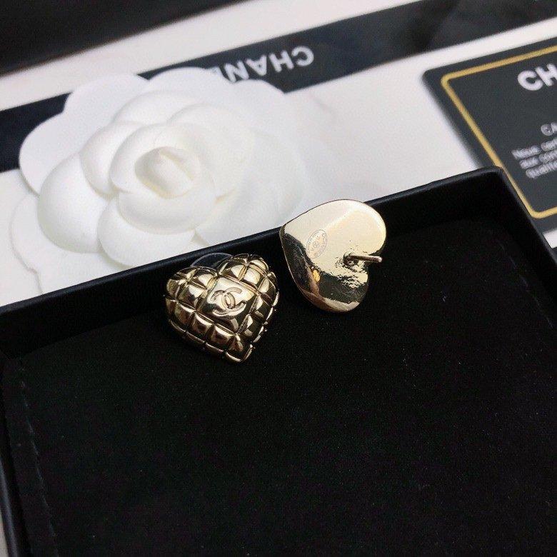 新品上市Chanel香奈儿爱心耳钉经