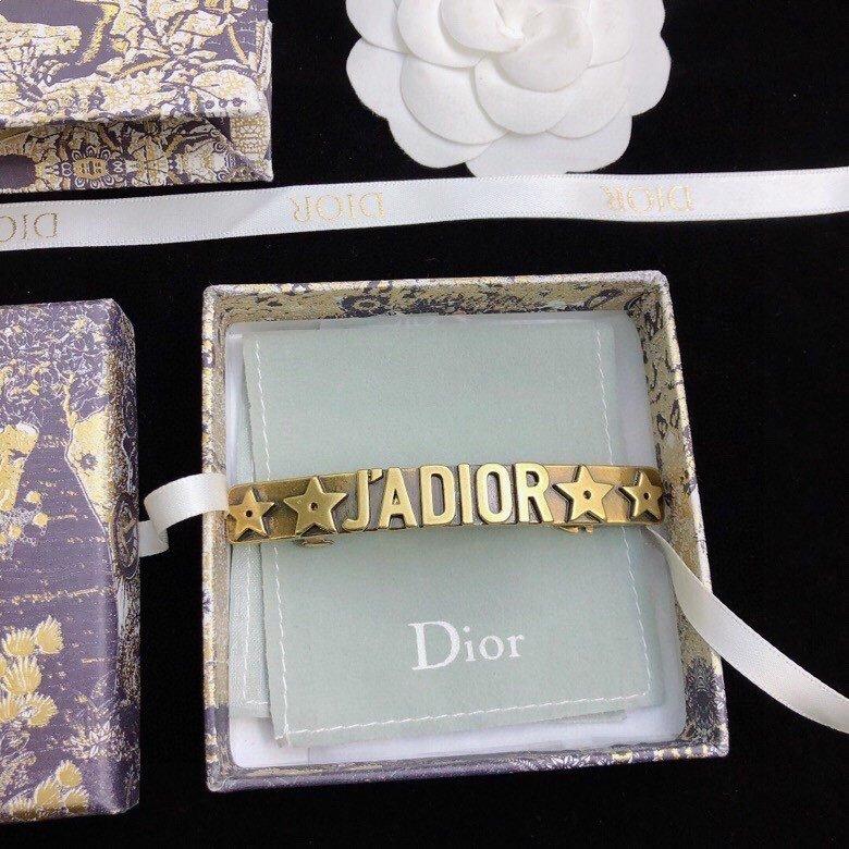 Dior迪奥字母发夹专柜新款上市美得