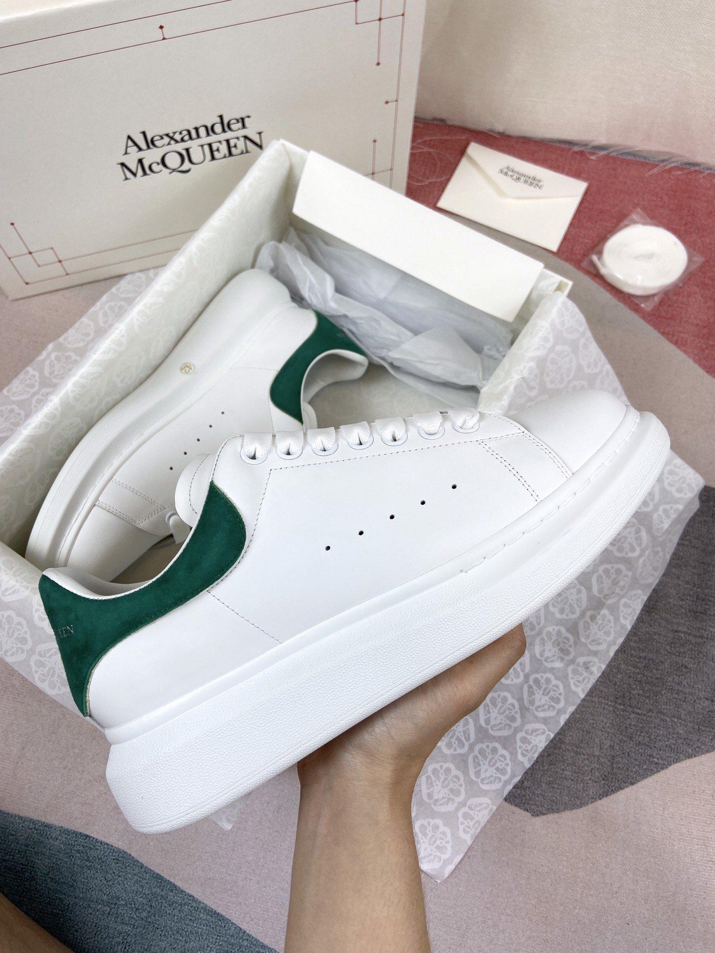 绿色羊猄尾MCQ小白鞋