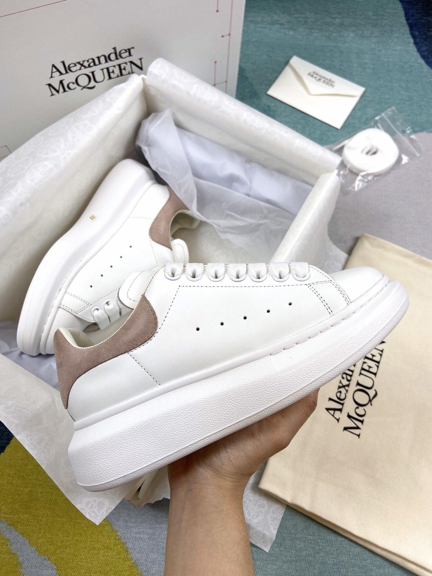 粉色羊猄尾MCQ小白鞋