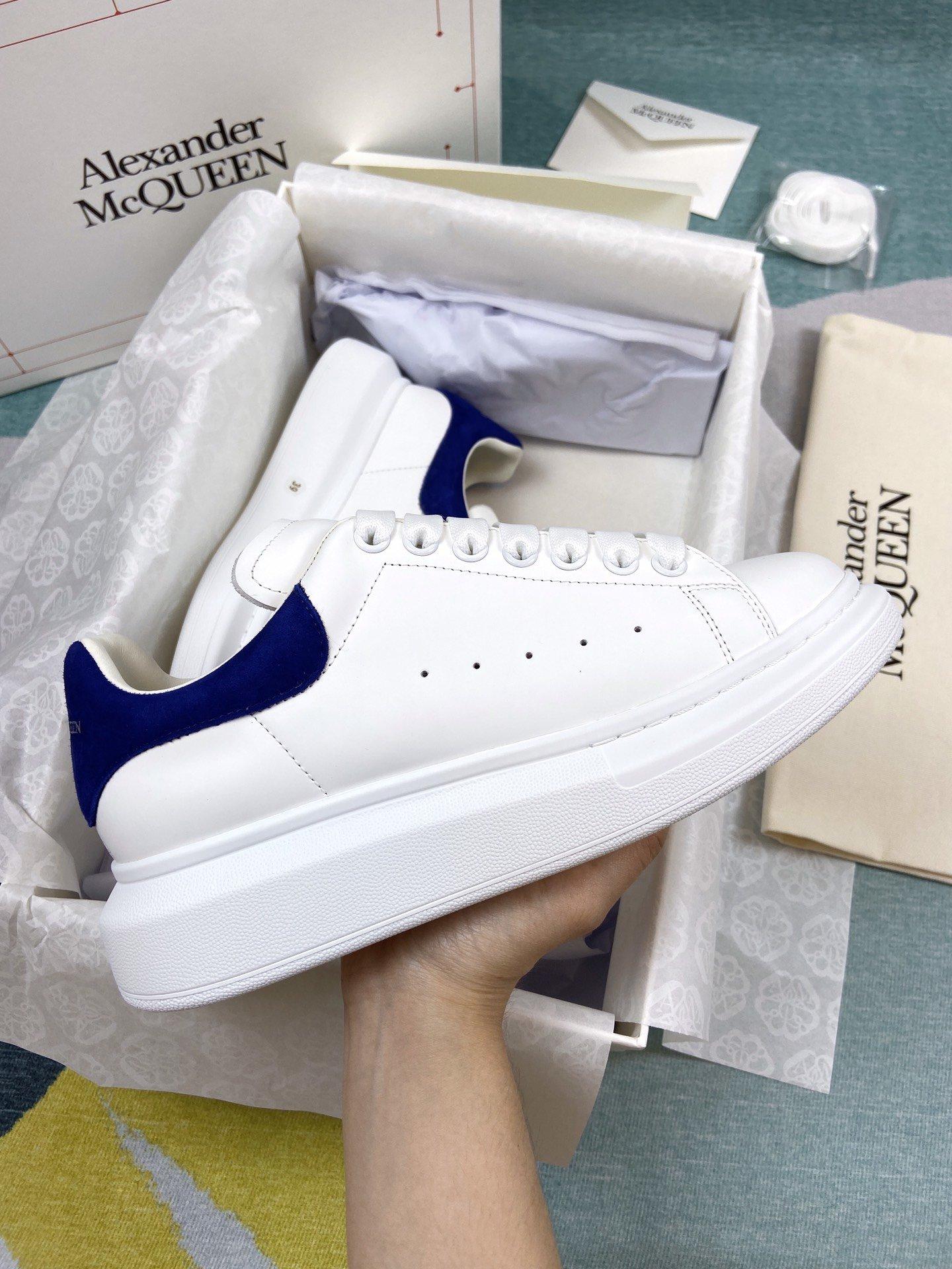 蓝色羊猄尾MCQ小白鞋