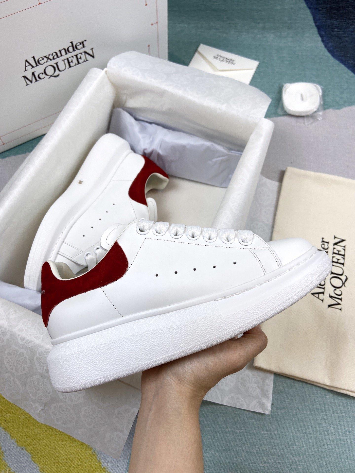 红色羊猄尾MCQ小白鞋