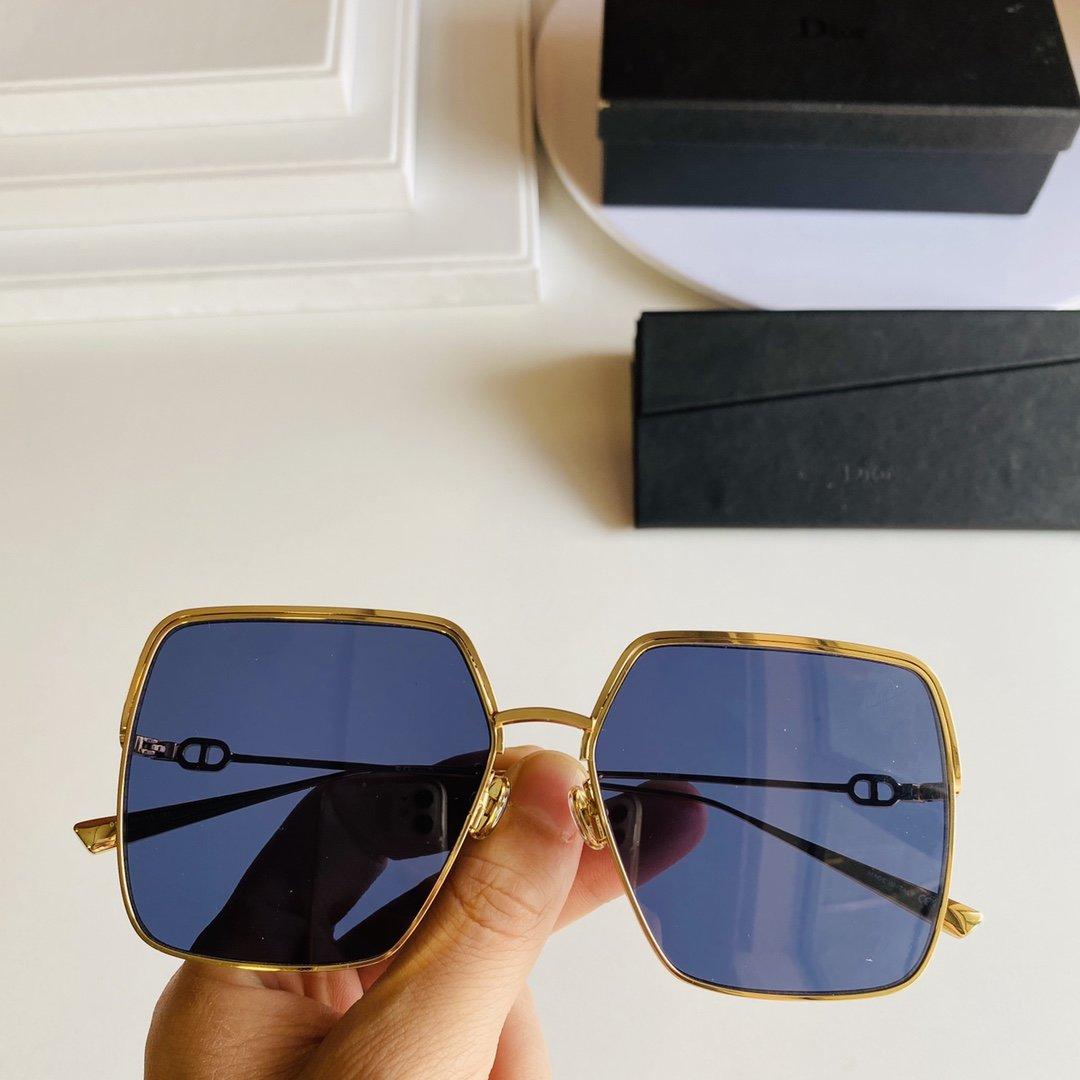 首发DiorSU推荐一款夏季穿搭超容
