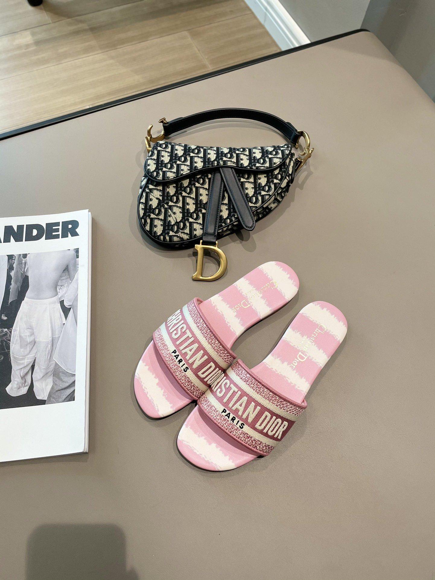 Dior春夏度假系列绣花拖鞋