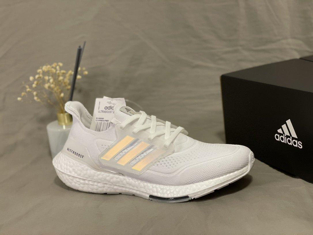 全新阿迪达斯Adidas UltraBoost 21 加厚爆米花袜套式针织鞋面休闲运动慢跑鞋。