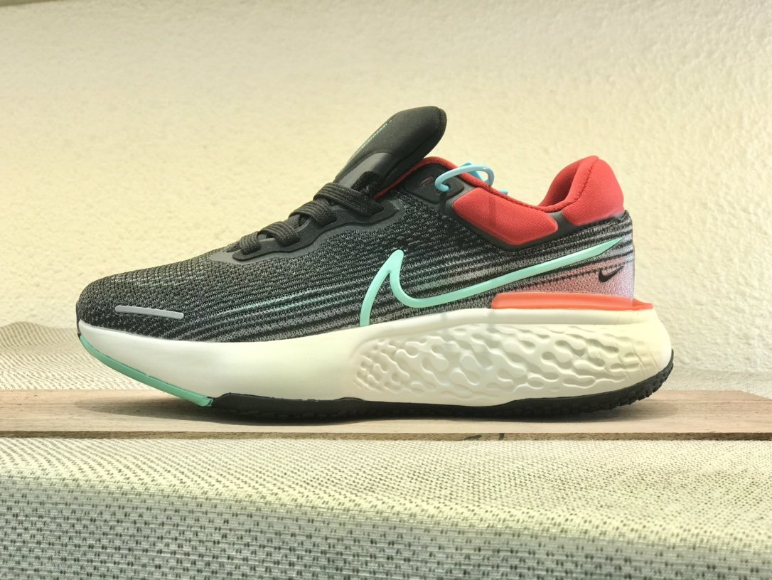 Nike  ZoomX  invincible  Run  Flyknit  黑红