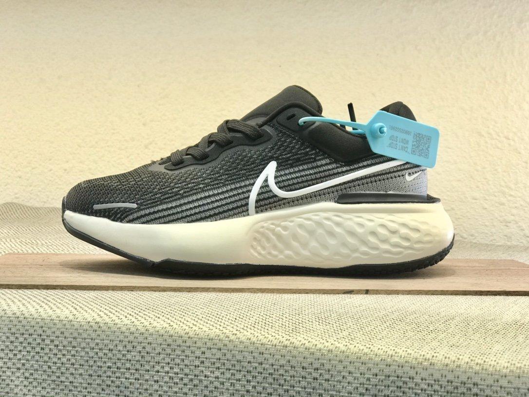 Nike  ZoomX  invincible  Run  Flyknit  黑白