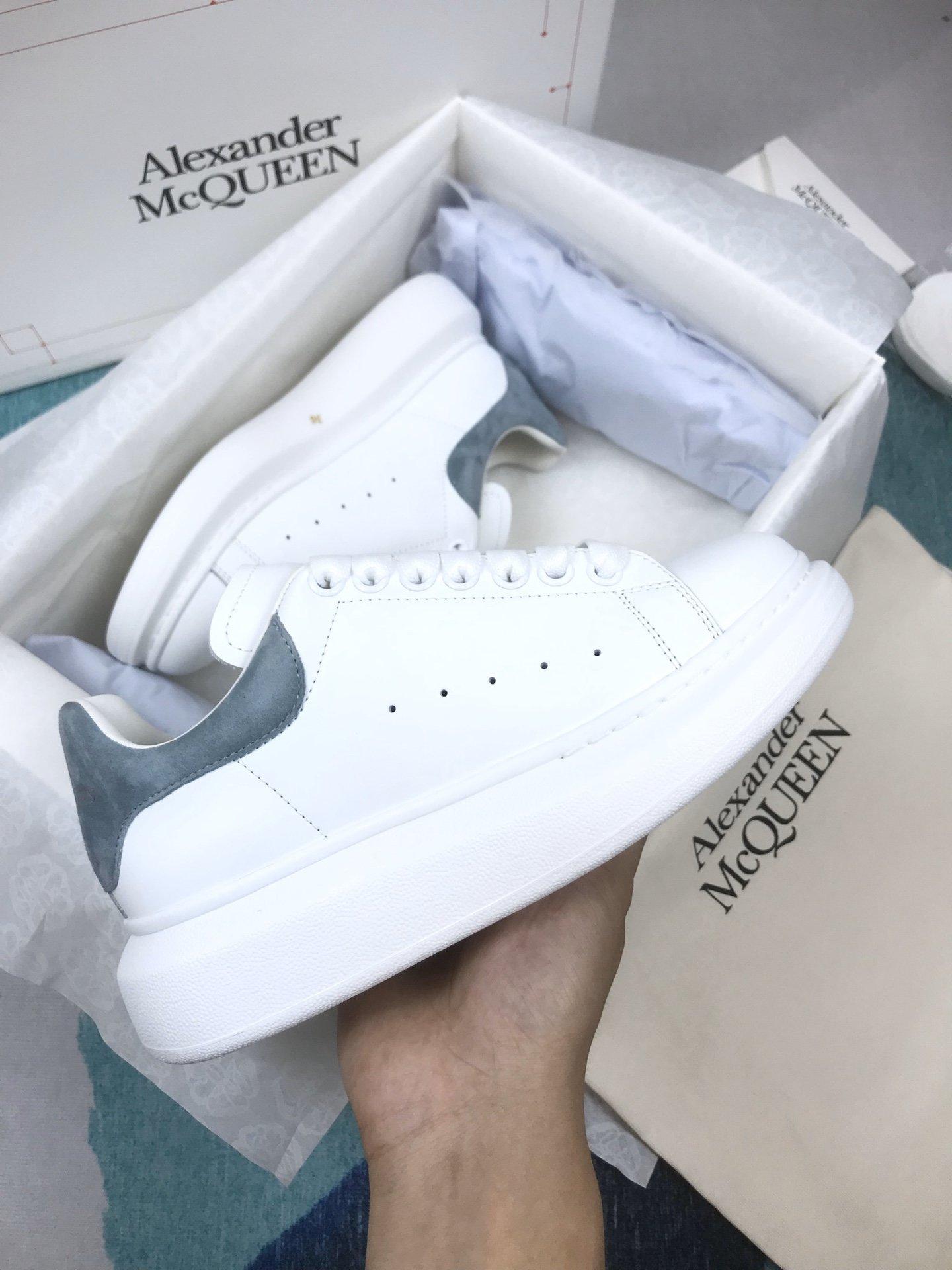 烟熏蓝羊猄尾MCQ小白鞋