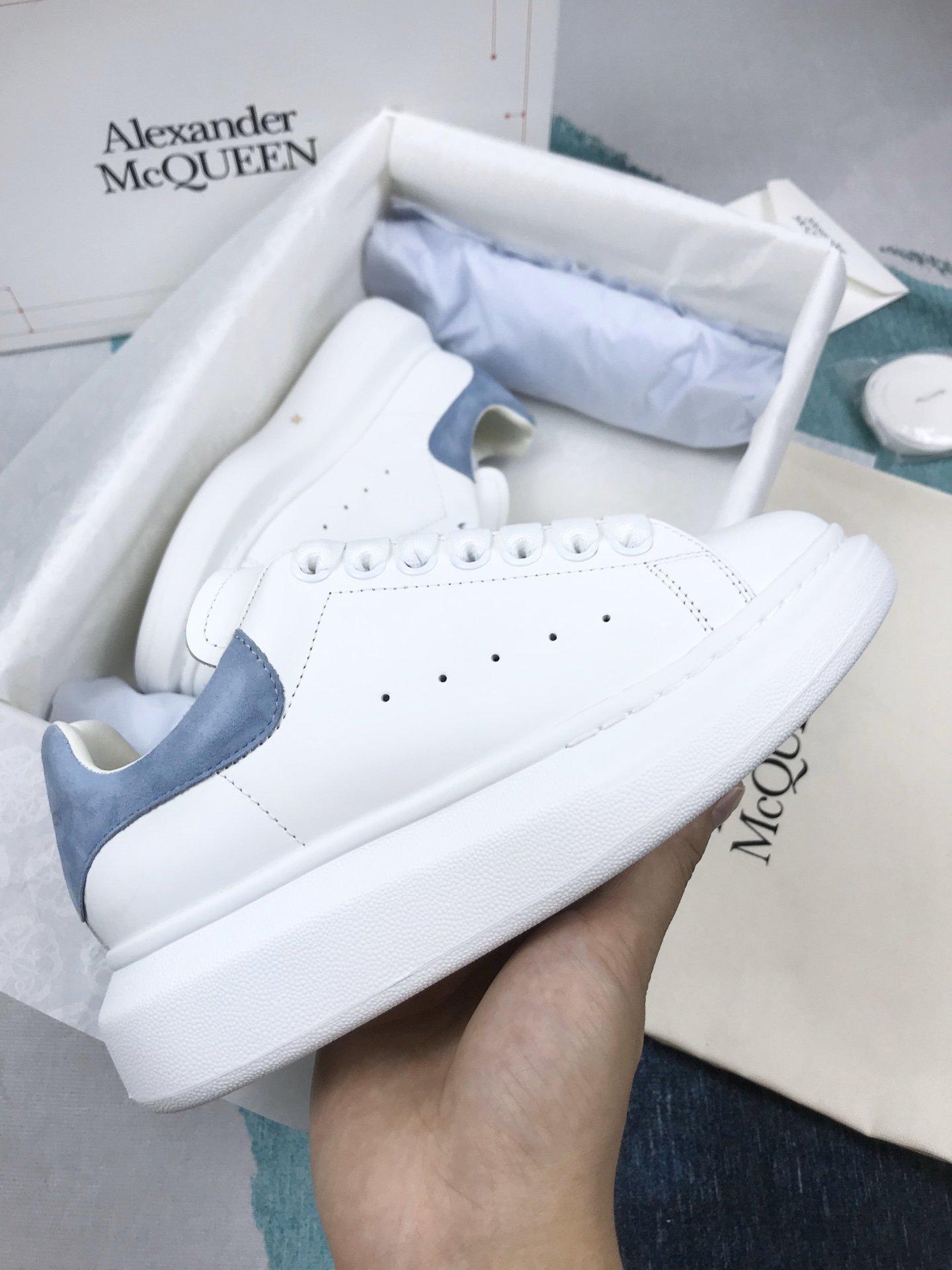 天空蓝羊猄尾MCQ小白鞋