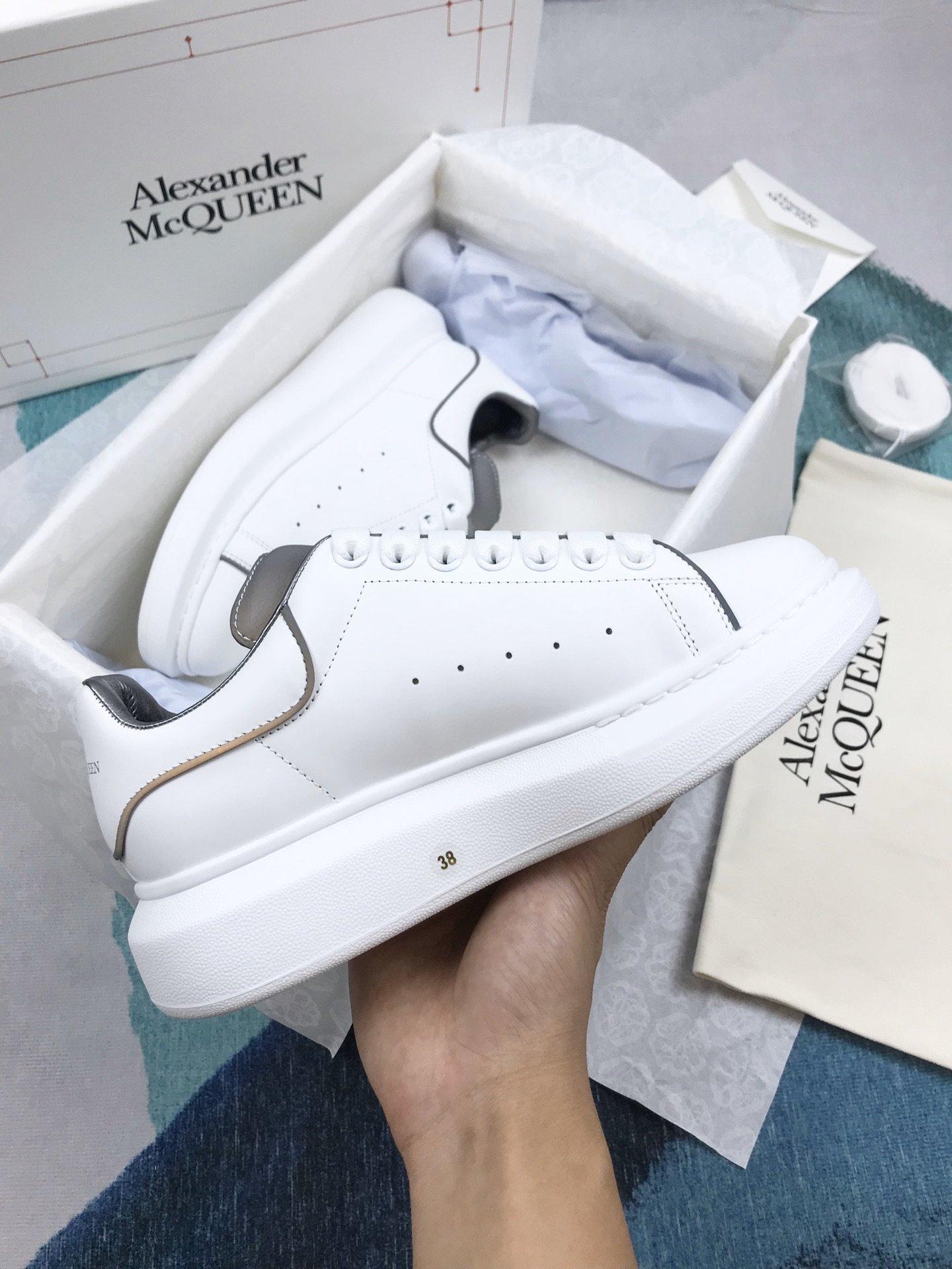 白皮夜光MCQ小白鞋