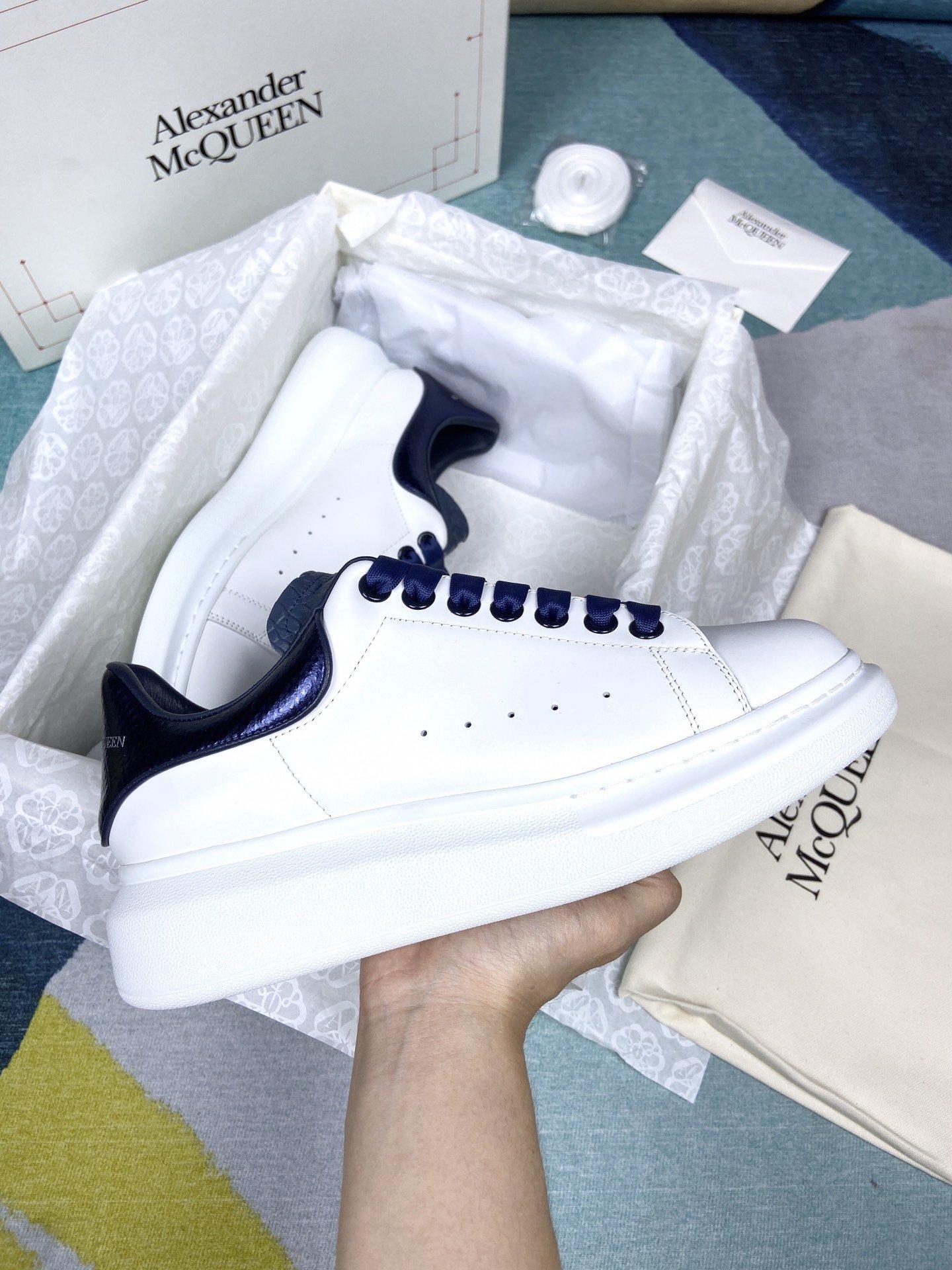 蓝色蛇皮尾MCQ小白鞋