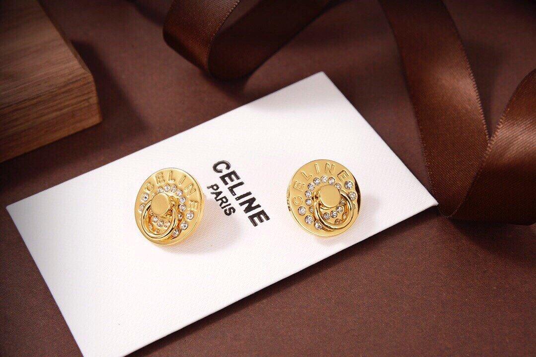 Celine新款耳钉与众不同的设计个