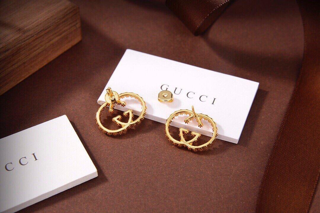 Gucci新款字母耳钉别致百搭装饰起