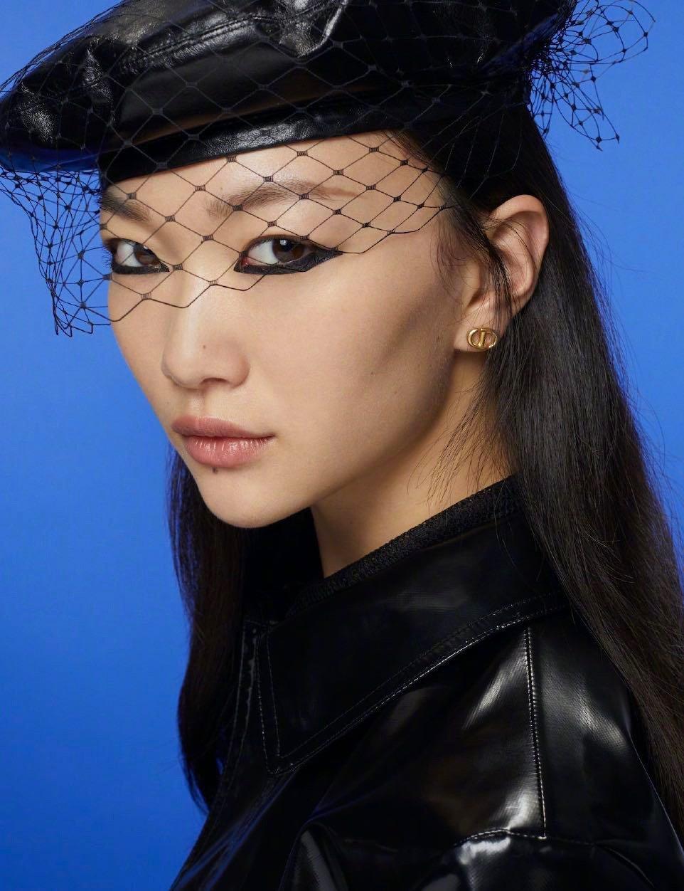 Dior最新款迷你光面cd耳钉一致z