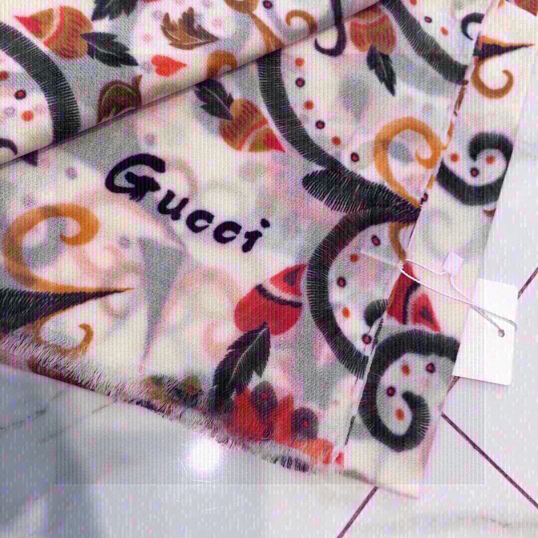 Gucci上新异域风情别致的刺绣风格