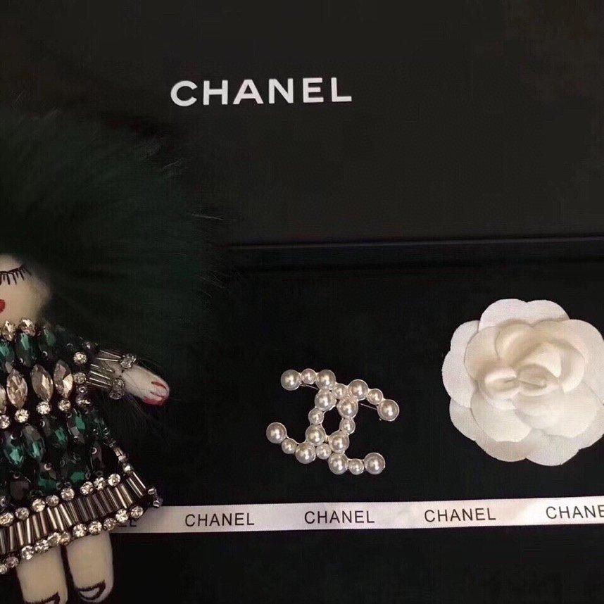 小香新款Chanel珍珠经典款胸针!