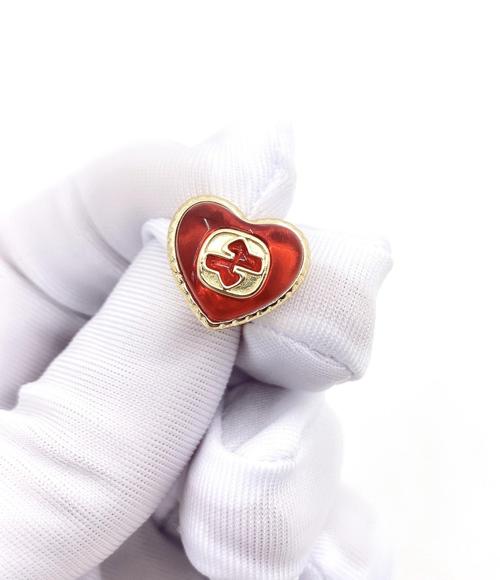 古驰红色爱心树脂小耳钉