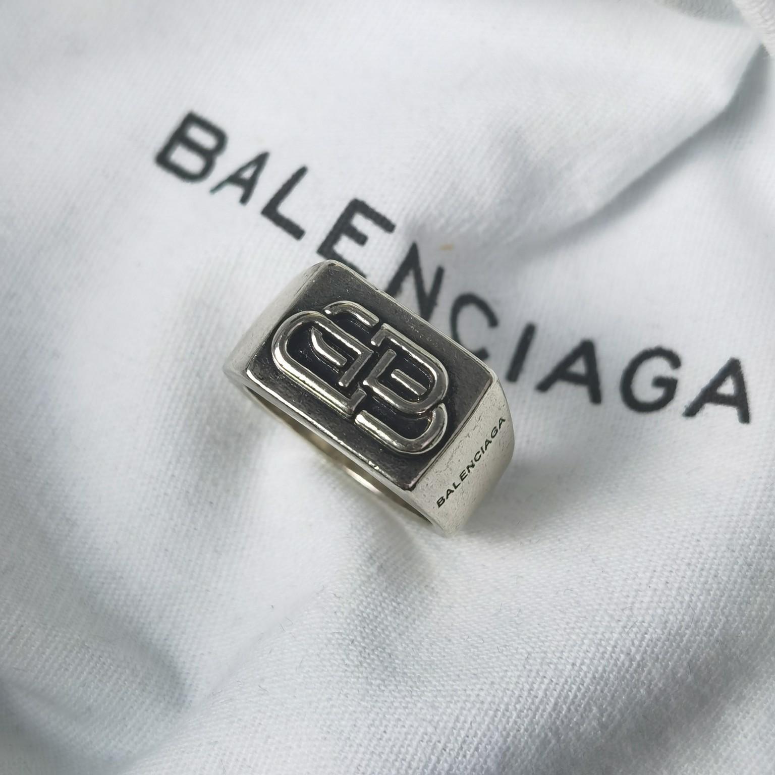 BB巴黎世家中古方形戒指逾九十年以来