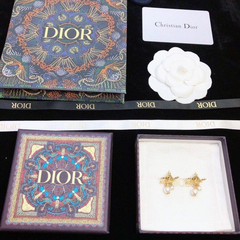 Dior最新款圆形耳钉亮金色简约超美