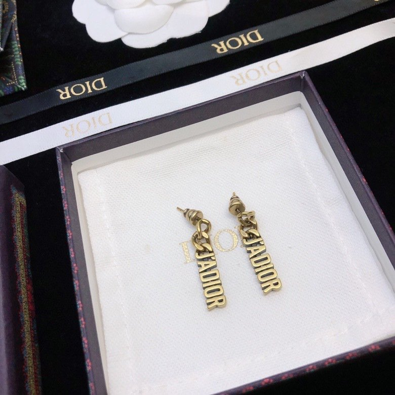 Dior迪奥字母耳环专柜新款上市美得