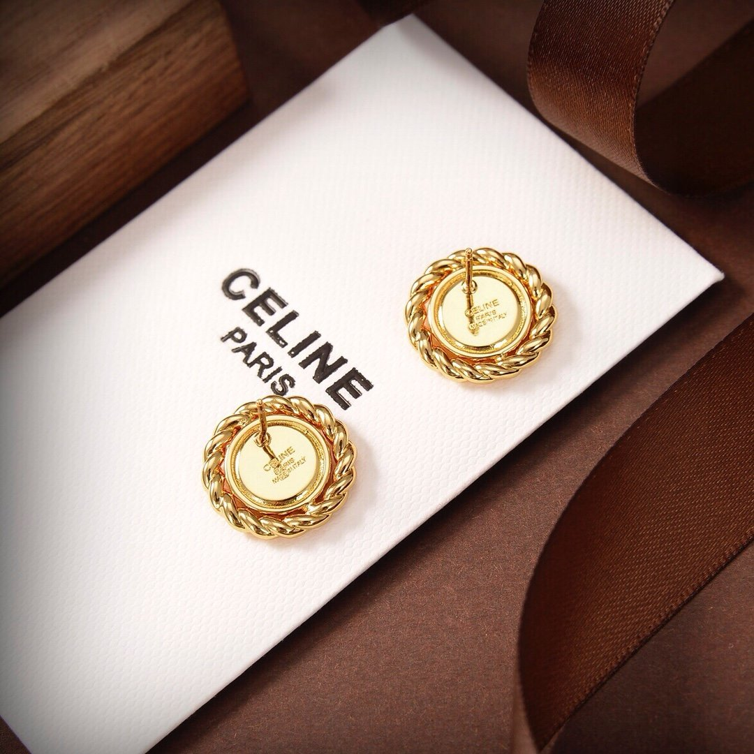 Celine新款璇凯门耳钉与众不同的