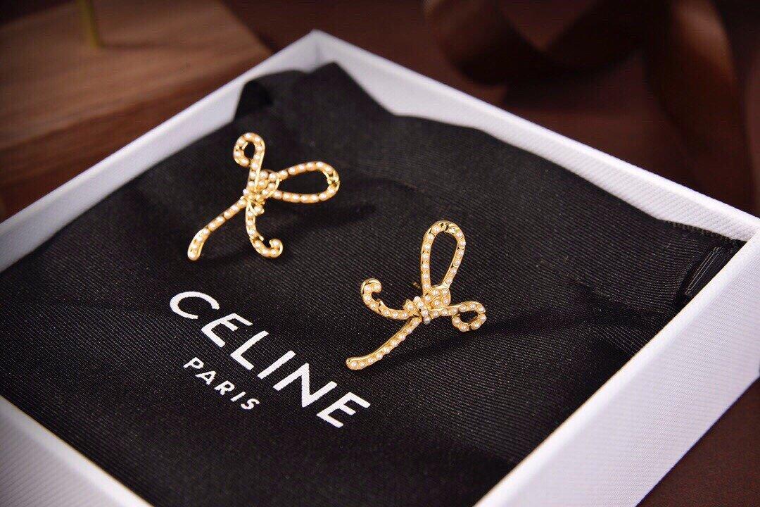 Celine新款金色蝴蝶耳钉耳与众不