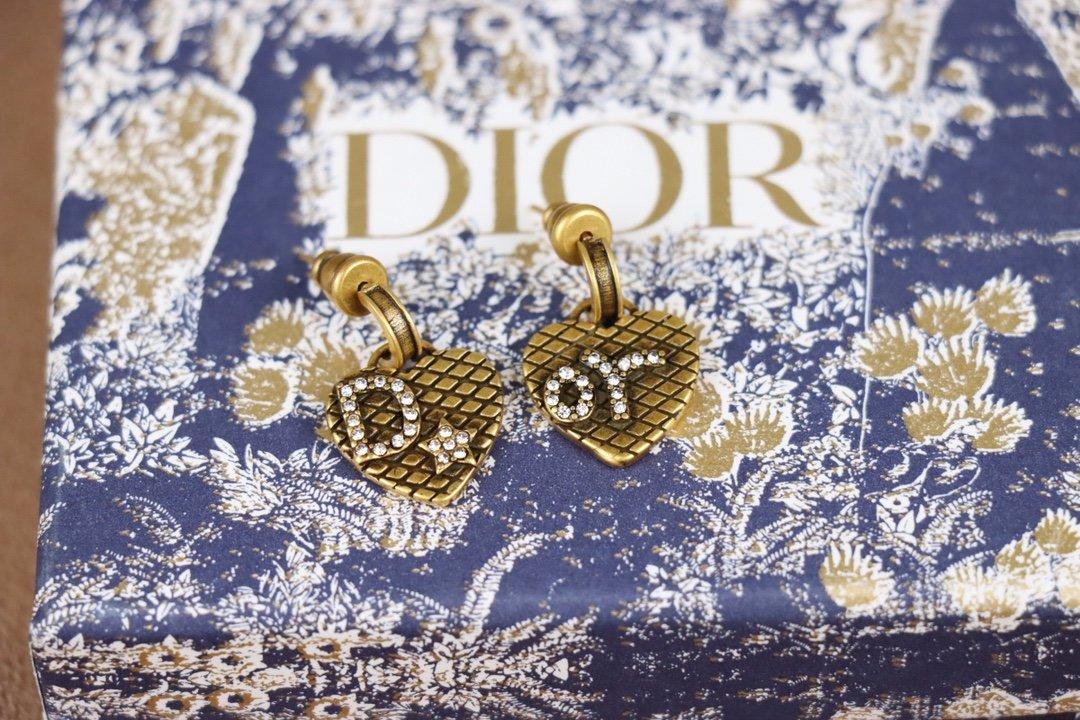 Dior迪奥2021最新款爱心字母钻