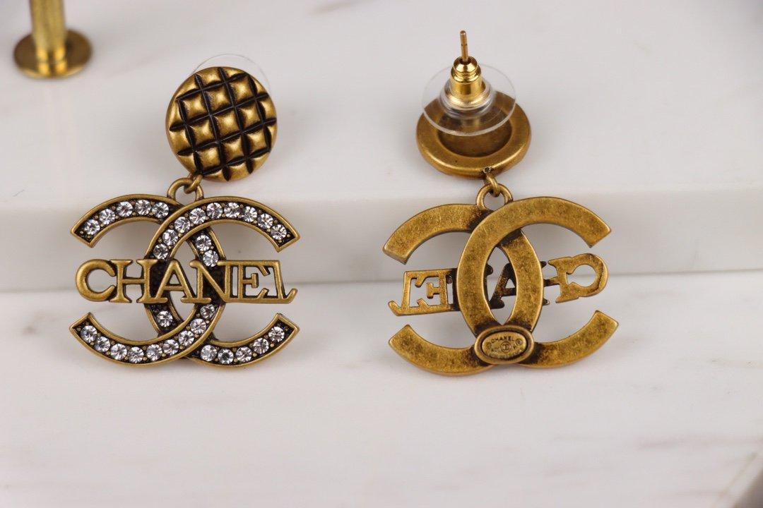 Chanel香奈儿小香古金色耳环热销